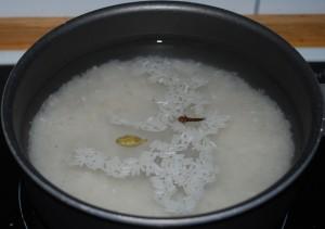 Kok ris med kardemomme og nellik