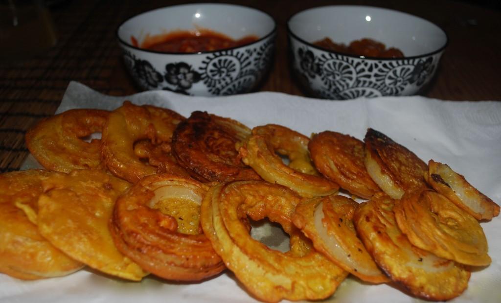 Løk pakora: Indisk smårett som passer til både forrett og som snacks.