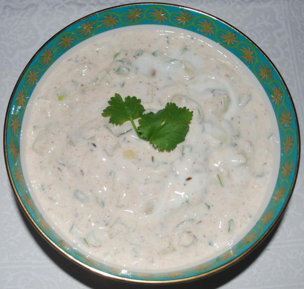 Aloo raita er deilig tilbehør til indisk mat.