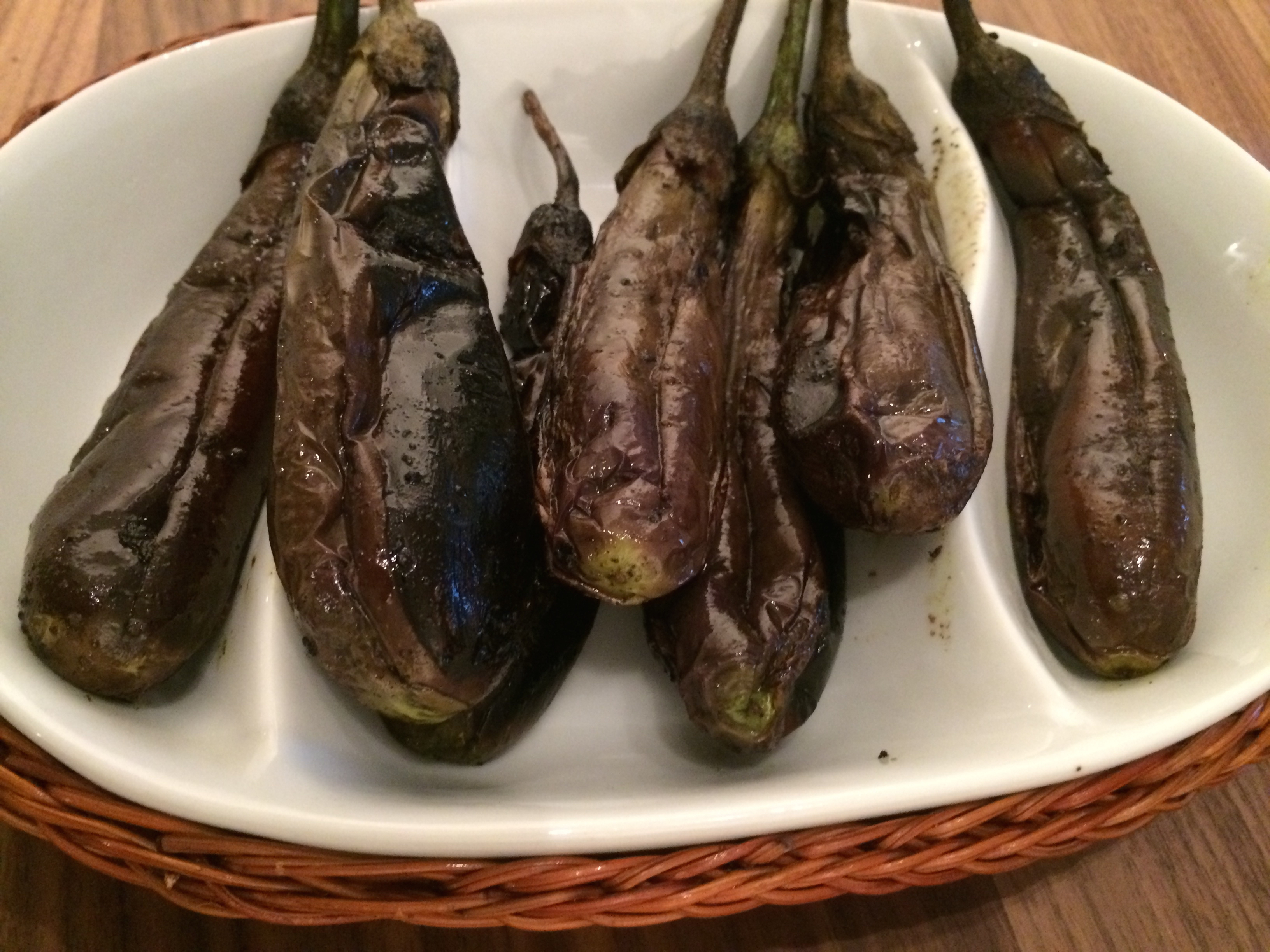 Bharwan bainga- masalafylte auberginer