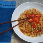 Hakka noodles – indisk-kinesiske nudler med grønnsaker