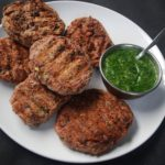 Rajma tikki – proteinrik bønneburger på grillen